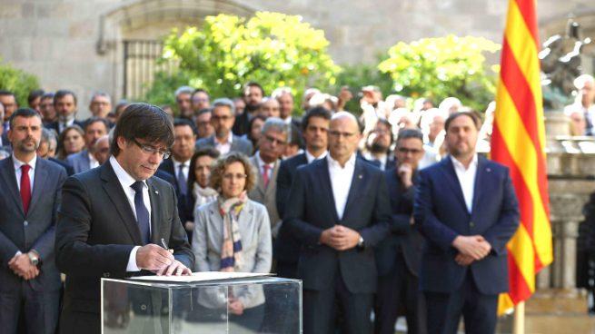 """Puigdemont se reafirma en el referéndum independentista ante las """"amenazas"""" a Cataluña"""