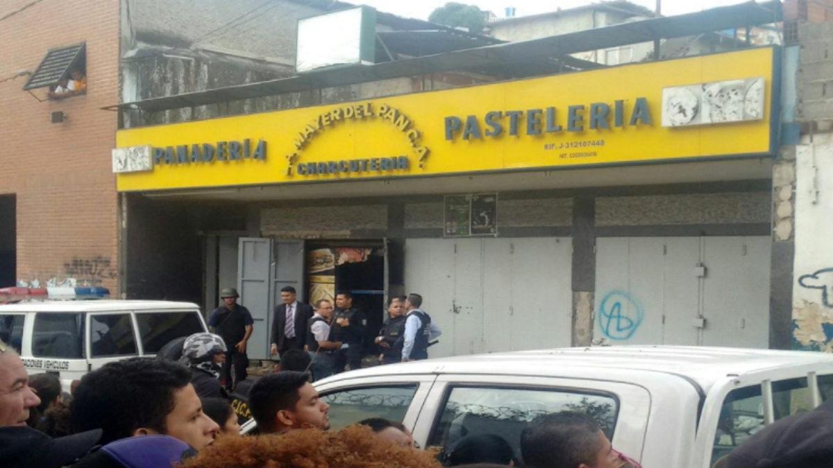 Fachada del comercio en el que murieron ocho saqueadores electrocutados en el barrio de El Valle de Caracas.