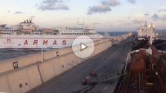 Momento de la colisión del Ferry contra el muelle Nelson Mandela de Las Palmas de Gran Canaria.