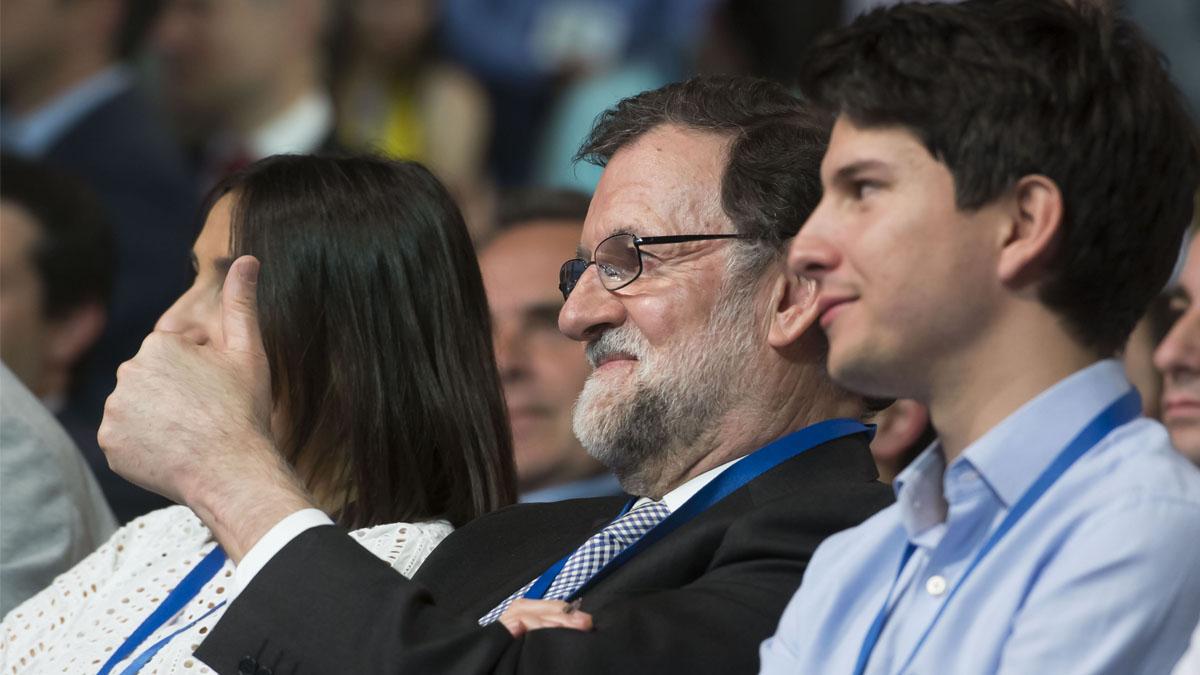 Diego Gago, en primer término, con Mariano Rajoy (Foto: EFE)