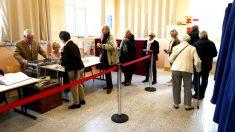 Ciudadanos votando en un colegio electoral (Foto: AFP).