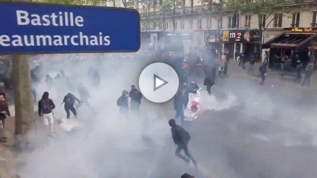 Individuos de extrema izquierda protagonizan disturbios en La Bastilla al conocer los resultados