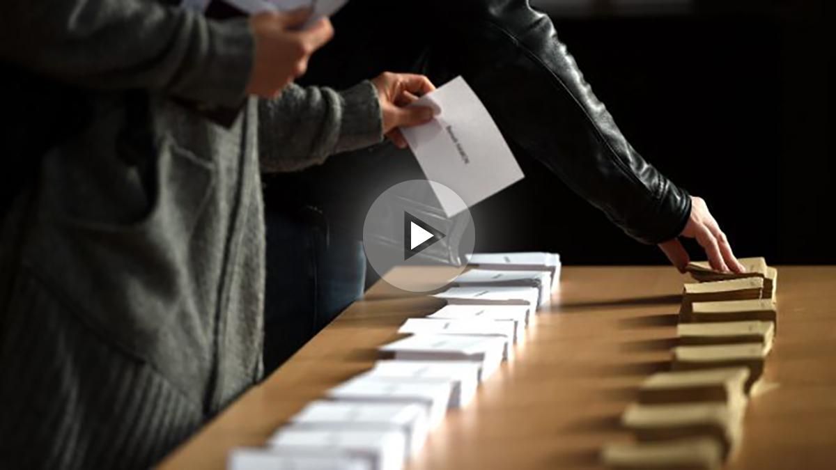 Papeletas en un colegio electoral (Foto: AFP).
