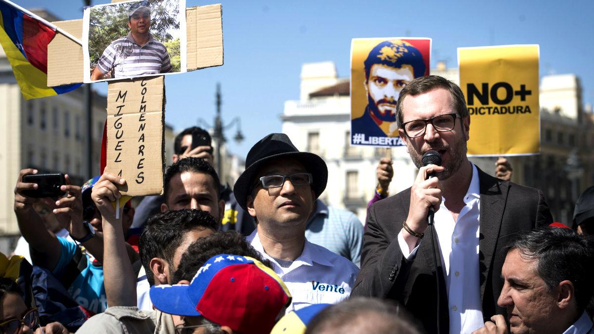 Javier Maroto en la manifestación de este domingo en Madrid contra Maduro (Foto: Efe).