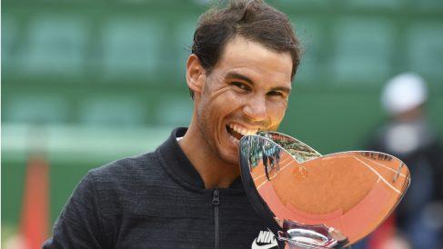 Rafa Nadal celebra su décima corona en Montecarlo. (AFP)