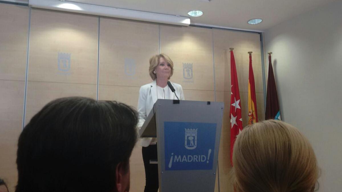 Esperanza Aguirre en su última rueda de prensa como portavoz municipal. (Foto: OKDIARIO)