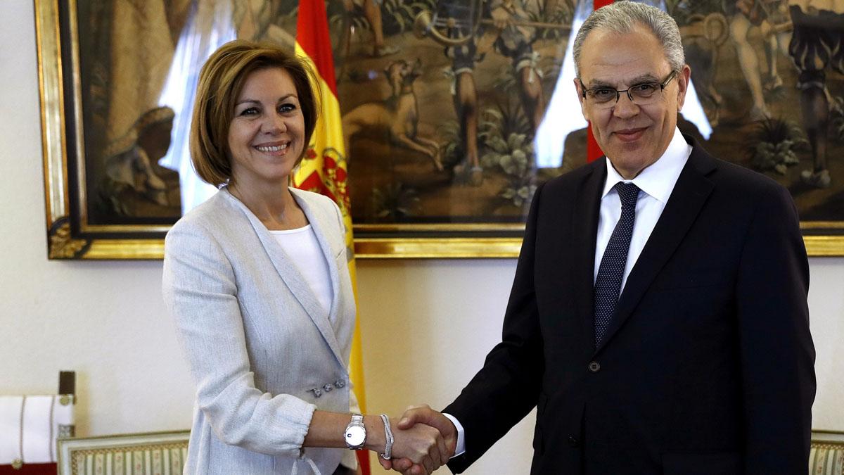La ministra de Defensa, María Dolores de Cospedal, y su homólogo marroquí, Abdeltif Loudyi. EFE