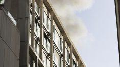Incendio en un edificio de apartamentos turísticos en Gran Vía. (Foto: EFE)