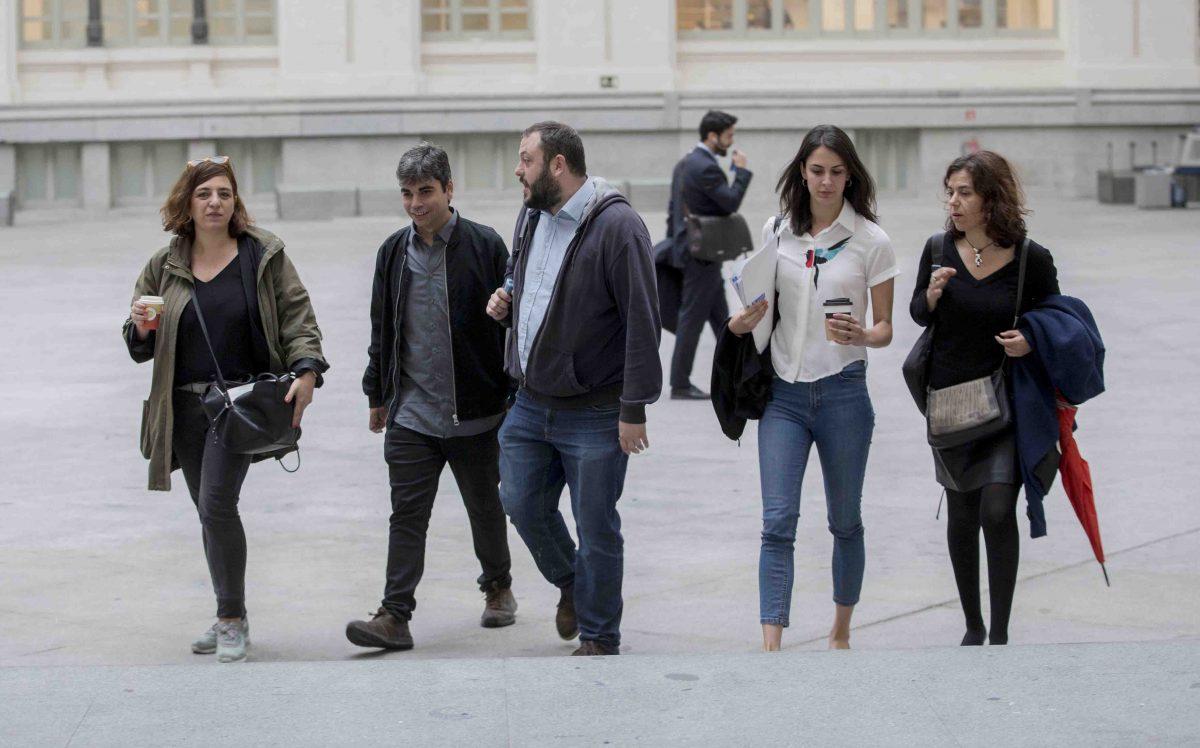 Rita Maestre, Celia Mayer y Guillermo Zapata entrando en el Ayuntamiento de Madrid (Podemos). (Foto: Alberto Nevado / OKDIARIO)