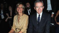 Helen y Bernard Arnault durante un desfile de Louis Vuitton (Foto: Getty)