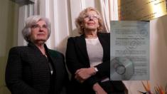 La alcaldesa Carmena y la presidenta del comisionado de Memoria Histórica, Paca Sauquillo. (Foto: Madrid)