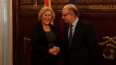 La alcaldesa de Madrid y el ministro de Hacienda. (Foto: Madrid)