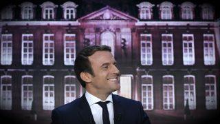 El candidato del movimiento En Marche!, Emmanuel Macron, en una entrevista en la TF1. (AFP)