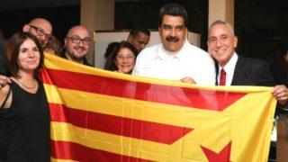 El presidente de Venezuela, Nicolás Maduro, posando con una estelada (Foto: Twitter)