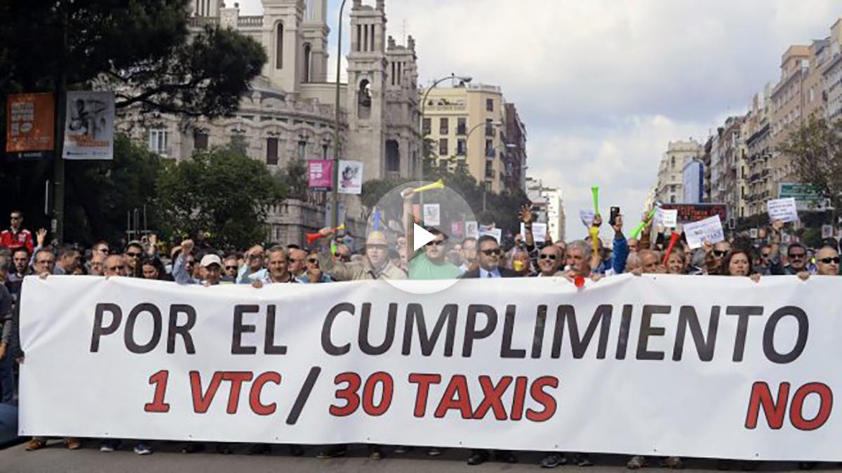 Los taxistas se manifiestan contra Uber y Caibfy. (Foto: EFE)
