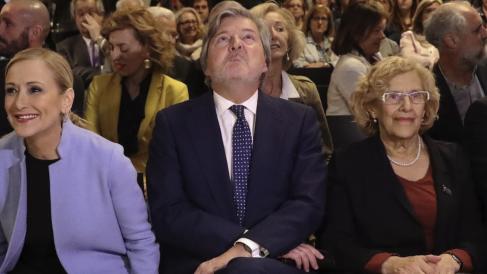 Cristina Cifuentes, Íñigo Méndez de Vigo y Manuela Carmena. (Foto: EFE)