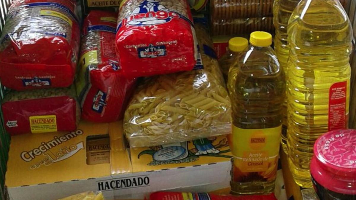 Carrito de comida recogida por el Banco de Alimentos. (Foto: TW)