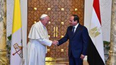 El Papa Francis y el presidente de Egipto, Abdel Fattah el-Sisi  (Foto:AFP)