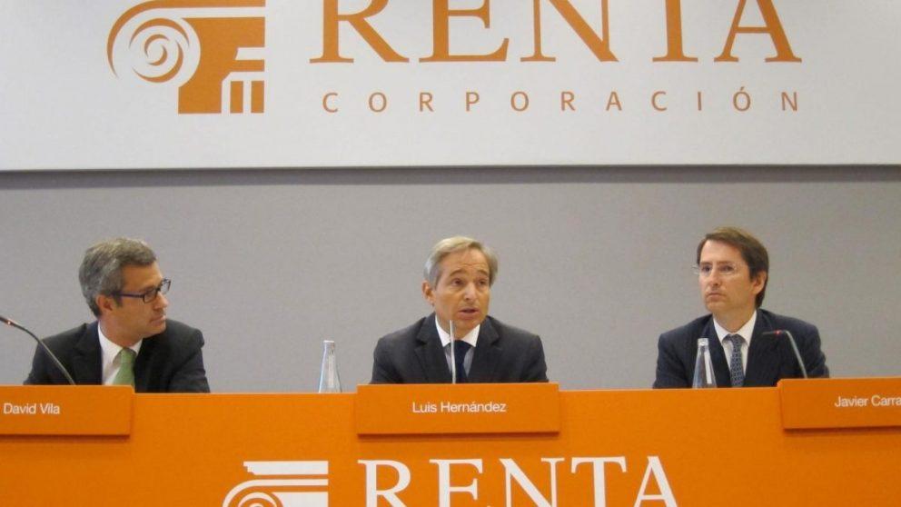 El presidente de la inmobiliaria catalana, Luis Hernández de Cabanyes, con su equipo.