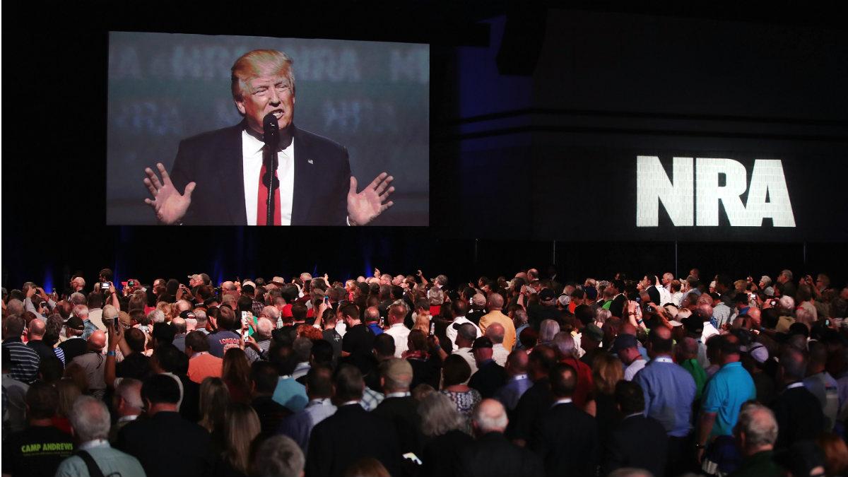 Trump, durante su discurso en la convención de la Asociación Nacional del Rifle (NRA). (AFP)