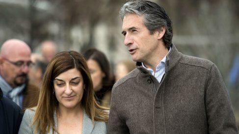 María José Sáenz de Buruaga junto al ministro de Fomento, Íñigo de la Serna. (Foto: EFE)