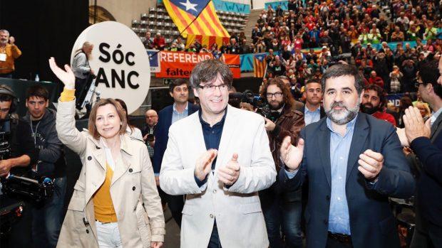 Carme Forcadell, Carles Puigdemont y Jordi Sánchez