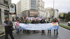 Marineros españoles se manifiestan pidiendo que el estado Noruega reconozca sus derechos.