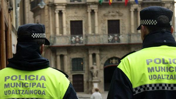 Dos policías municipales de Pamplona.