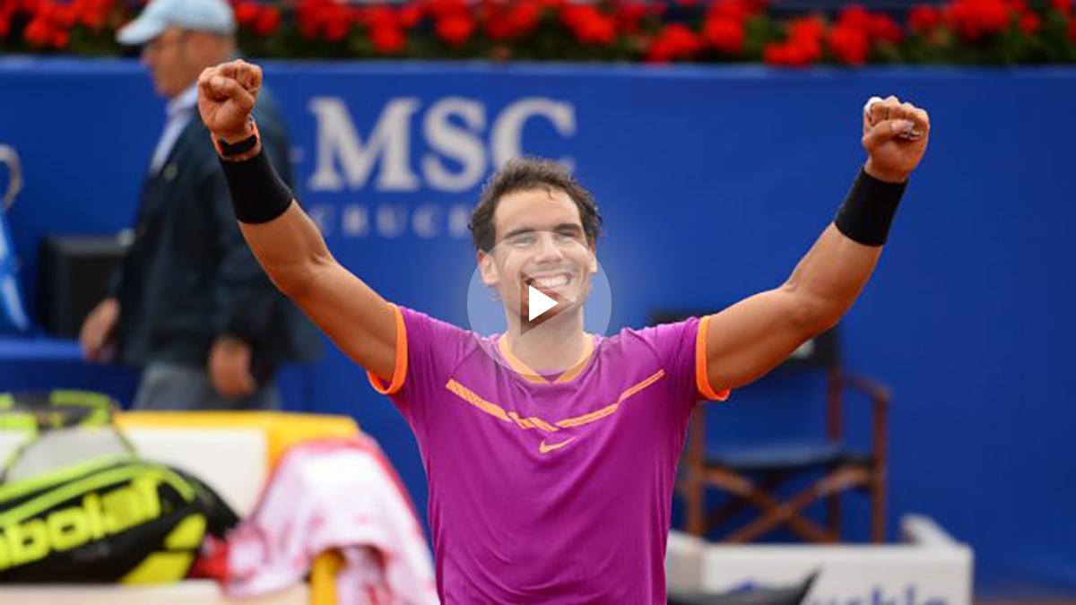 Rafa Nadal celebra su décimo triunfo en el Conde de Godó. (AFP)
