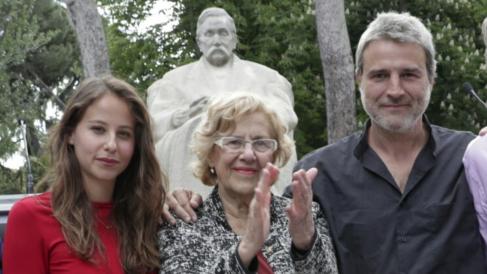 Los intérpretes Irene Escolar y Alberto San Juan junto a la alcaldesa Carmena. (Foto: Madrid)