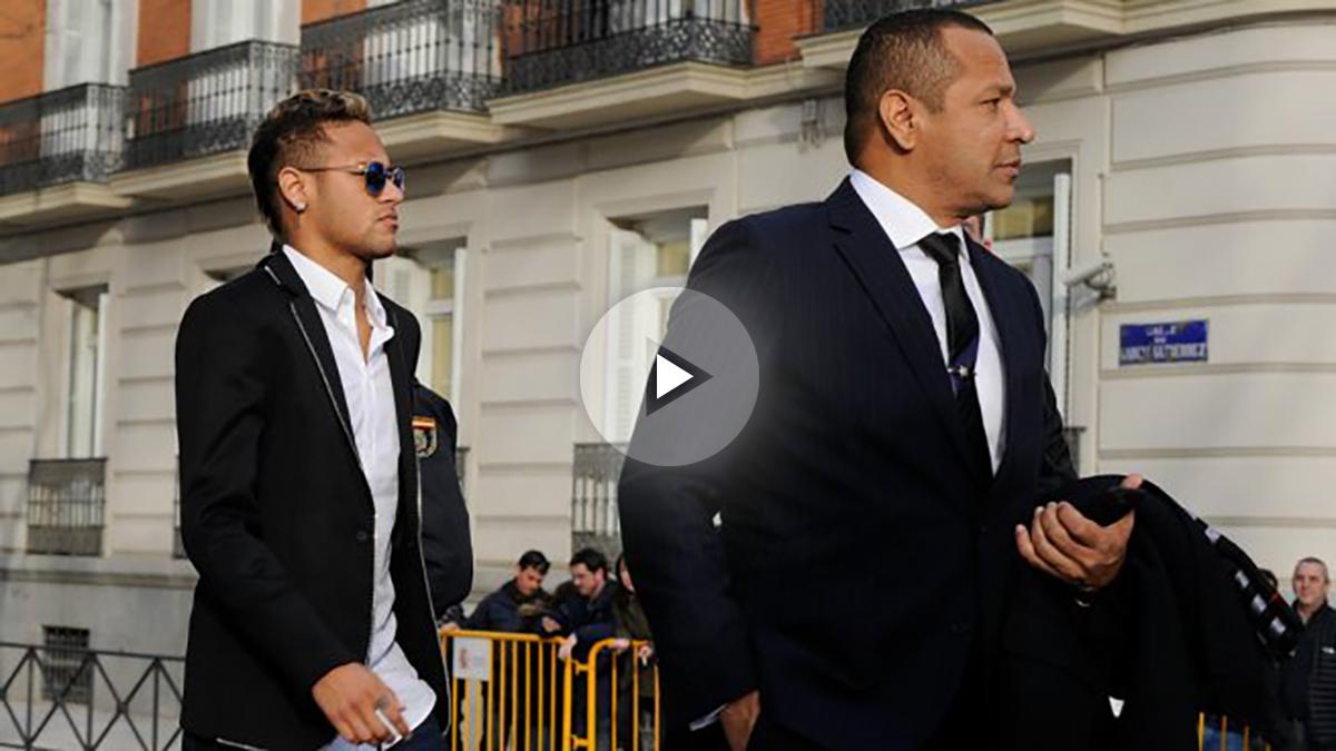 Neymar y su padre, a las puertas de la Audiencia Nacional. (Getty)