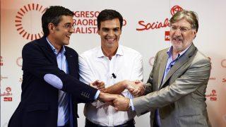 Pedro Sánchez, Eduardo Madina y José Antonio Pérez Tapias. (Foto: AFP)