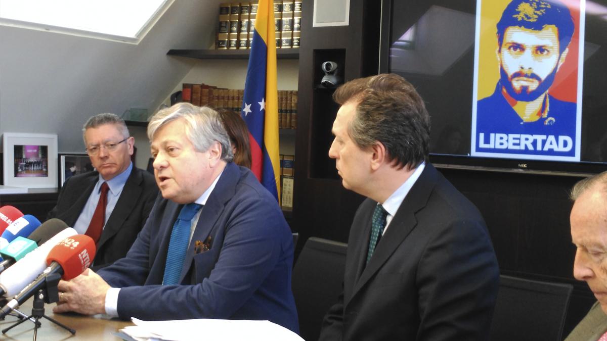 Javier Cremades, Leopoldo López padre y Alberto Ruiz-Gallardón. (Foto: ADP)