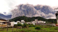 Erupción del Volcán de Fuego en Guatemala, desde los municipios de Escuintla.