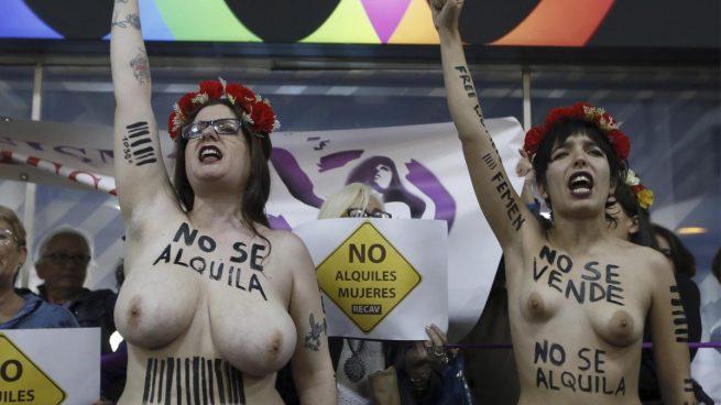 Activistas de Femen boicotean una feria sobre gestación subrogada