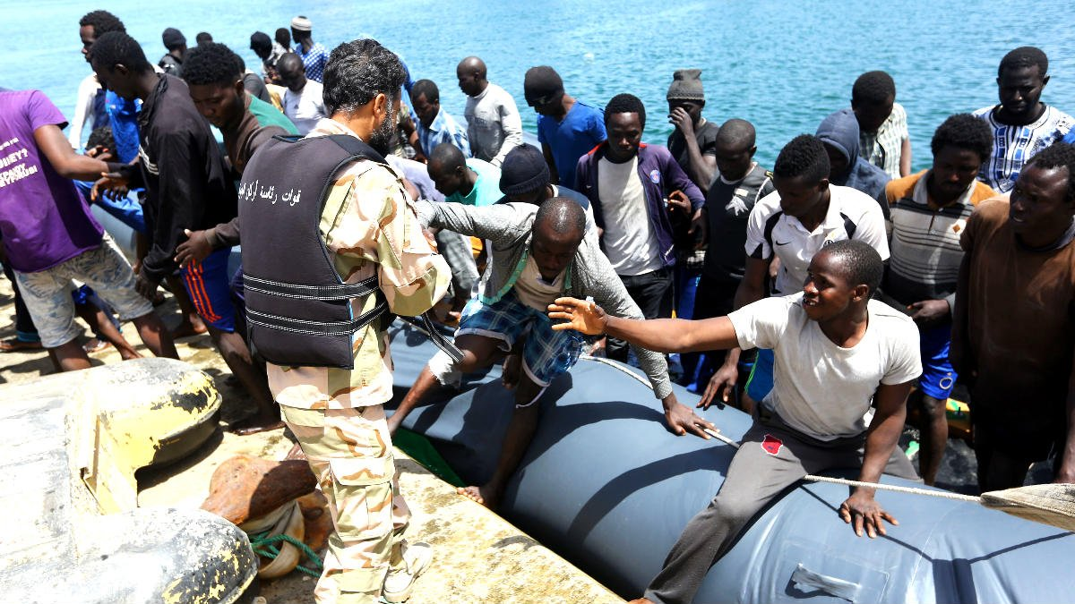 Inmigrantes rescatados en el Mediterráneo (Foto: AFP).
