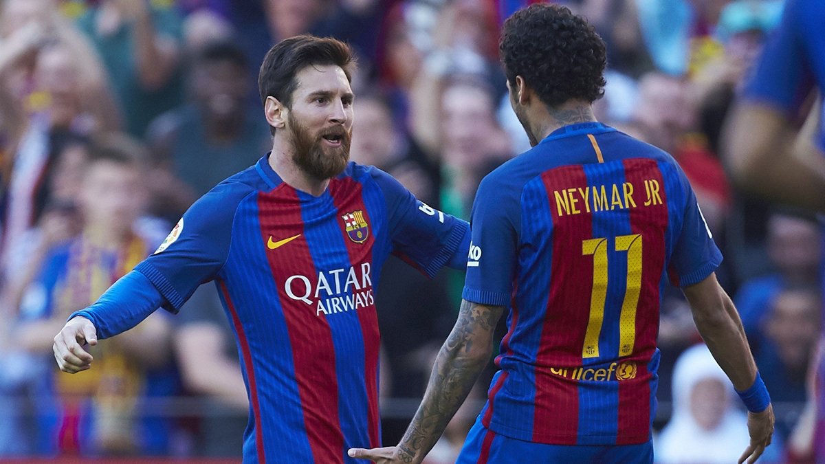 Neymar y Messi celebran el primer gol del Barcelona (AFP).