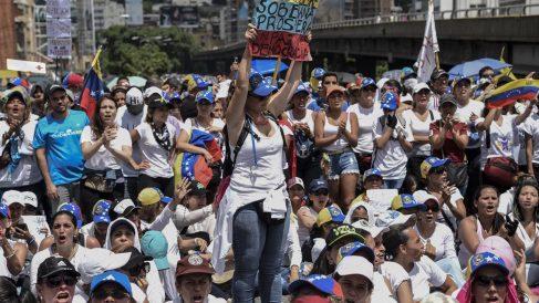 Miles de mujeres marchan contra Maduro en Venezuela (Foto: AFP)