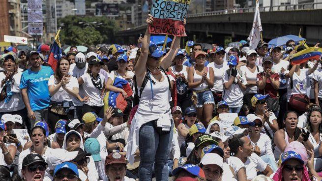 Miles de mujeres venezolanas marchan contra la «represión» de Maduro y por la paz