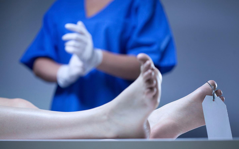 Cómo se realiza una autopsia?