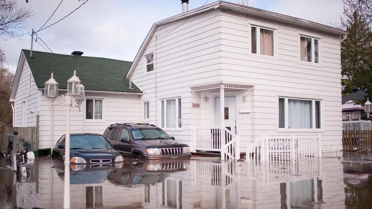 Una casa afectada por las fuertes inundaciones en Canadá. AFP