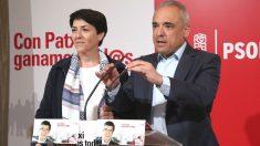 El diputado socialista Rafael Simancas y la exconsejera andaluza Evangelina Naranjo durante la rueda de prensa  para presentar la campaña de Patxi López a las primarias del PSOE (Foto: Efe)