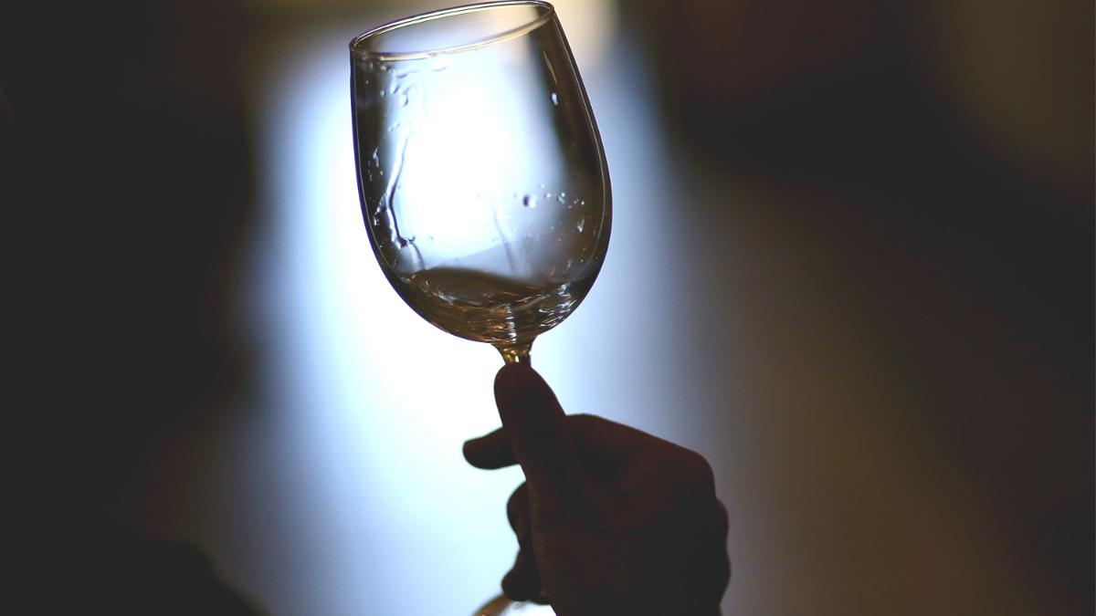 Limpiar copas de vino tiene su truco