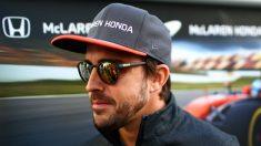 Fernando Alonso espera ilusionado el Gran Premio de España de este fin de semana, a pesar de que es consciente de que no podrá pelear por los puestos importantes. (Getty)
