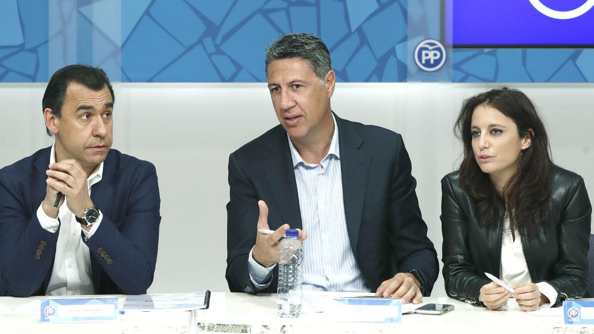 El coordinador general del Partido Popular, Fernando Martínez-Maillo, y el presidente del PPC, Xavier Garcia Albiol (c), junto a la diputada Andrea Levy (Foto: Efe)