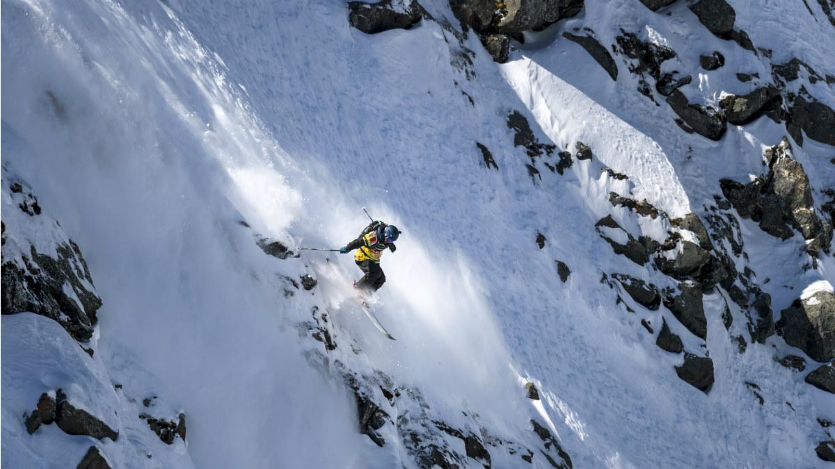 Un joven esquiando en Los Alpes (Foto:AFP)