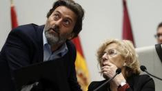 Mauricio Valiente y Manuela Carmena en un Pleno municipal. (Foto: EFE)