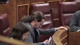 Pablo Iglesias e Irene Montero en el Congreso. (Foto: Paco Toledo)