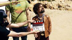 El actor Peter Dinklage, Tyrion de 'Juego de Tronos', rodando el nuevo cortometraje de Estrella Damm bajo la dirección de Raúl Arévalo.