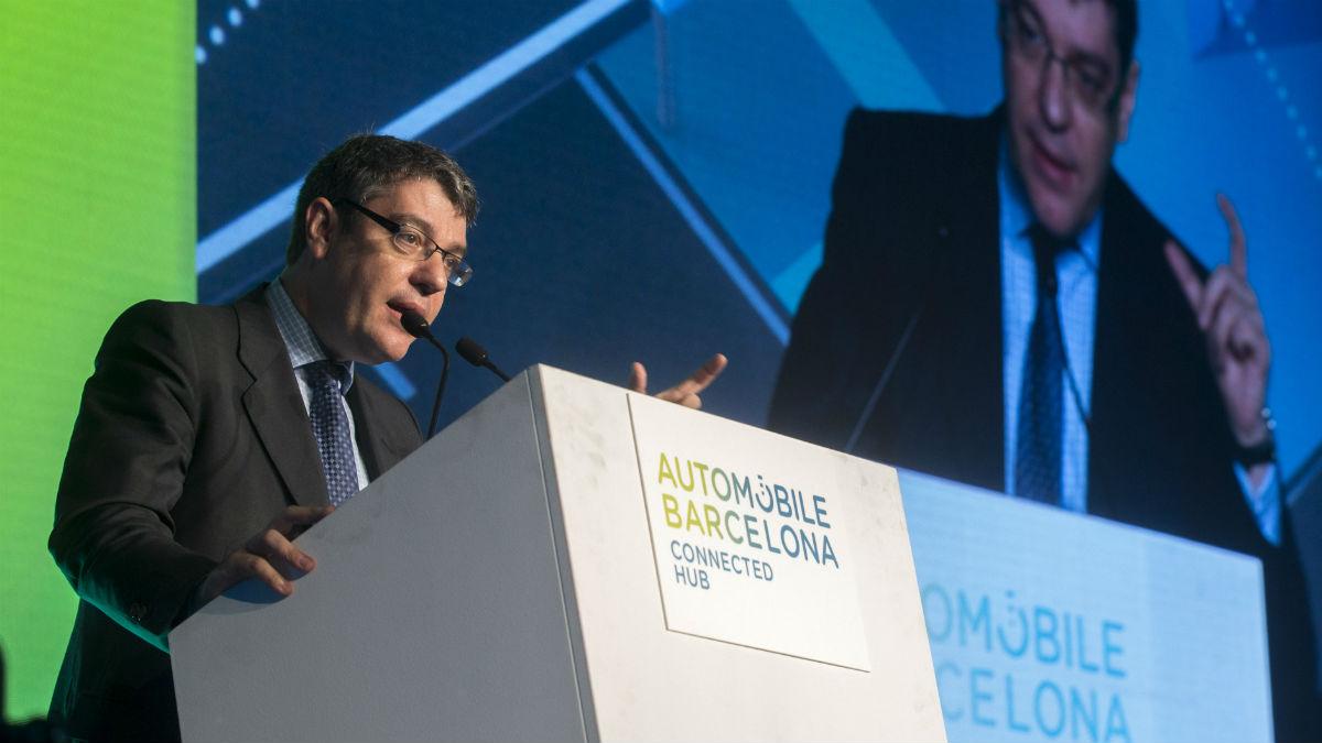 El ministro de Energía, Turismo y Agenda Digital, Álvaro Nadal, en la inauguración del Automobile Barcelona (Foto: EFE).